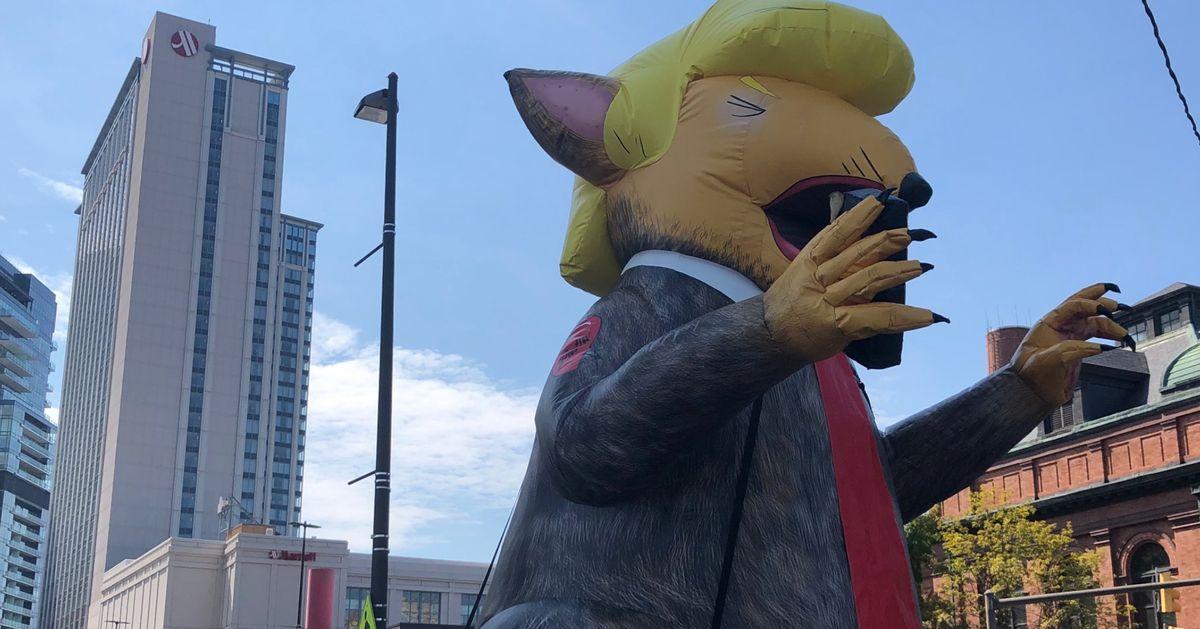 Ce ballon de Trump en rat à Baltimore n'était pas là par hasard