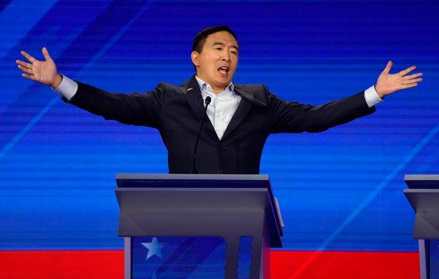 Andrew Yang a promis lors du débat démocrate ce 12 septembre de donner 1000 dollars/mois...