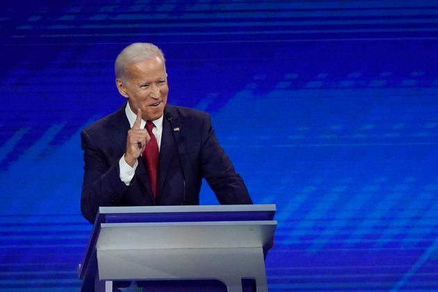 Joe Biden, ciblé par ses rivaux démocrates, ne s'est pas laissé