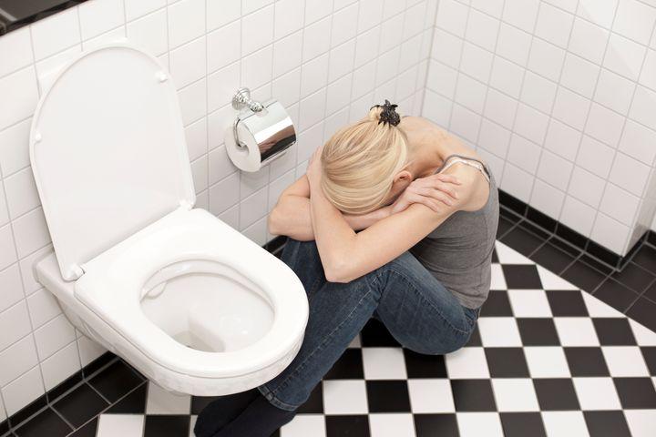 """La&nbsp;boulimie&nbsp;touche en majorit&eacute; les femmes, qui repr&eacute;sentent <a href=""""https://www.carenity.com/infos-maladie/boulimie/chiffres-cles-boulimie-126"""" target=""""_blank"""" rel=""""noopener noreferrer"""">83%</a> des personnes boulimiques.&nbsp;L&rsquo;hyperphagie boulimique est plus fr&eacute;quente (3 &agrave; 5 % de la population). Elle touche presque autant les hommes que les femmes et elle est plus souvent diagnostiqu&eacute;e &agrave; l&rsquo;&acirc;ge adulte."""