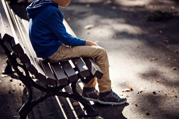 悩む子供のイメージ写真