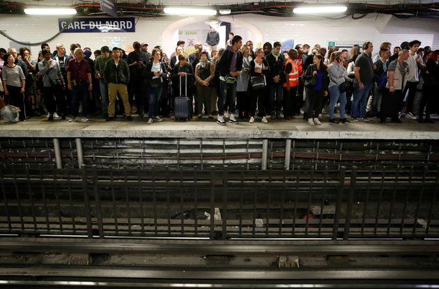 Des passagers attendant le métro Gare du Nord vendredi 13 septembre, jour de grève à...