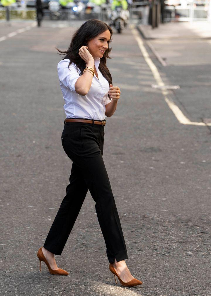 Η Μέγκαν Μαρκλ ντυμένη με ρούχα της συλλογής της, The Smart Set.