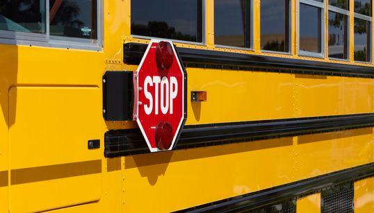 Un adolescent perd la vie après avoir été heurté par un autobus