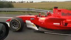 Adelanta sin despeinarse: graban en la autopista un coche que parece un Fórmula