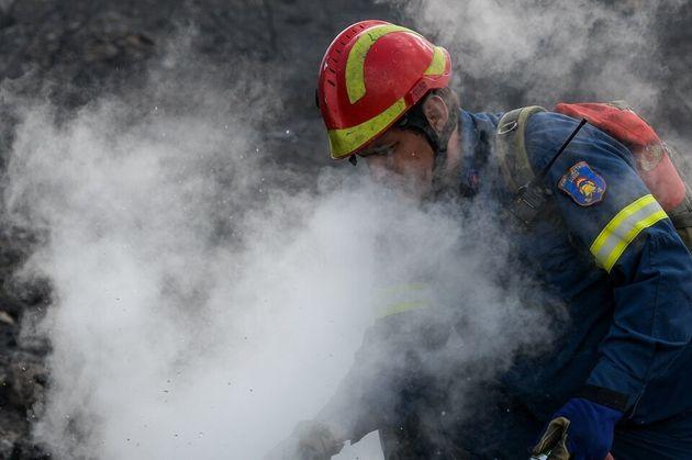 Ο πύρινος εφιάλτης επέστρεψε: Ενας νεκρός στην Ανδρίτσαινα - Ζημιές σε σπίτια στο