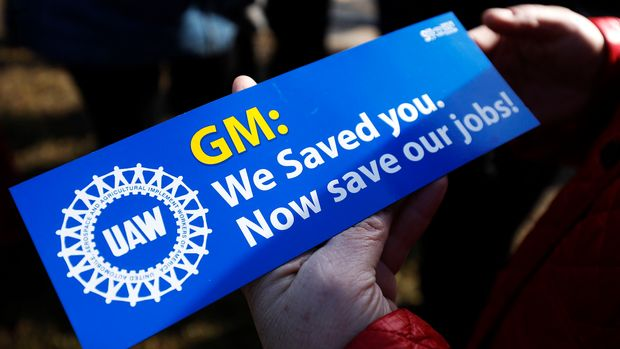 WARREN, MI - FEBRUARY 22: United Auto Workers members hold a prayer vigil at the General Motors Warren Transmission Operations Plant on February 22, 2019 in Warren, Michigan. Almost 300 people are being laid off at the plant as a result of GM's decision to idle the Warren facility. (Photo by Bill Pugliano/Getty Images)