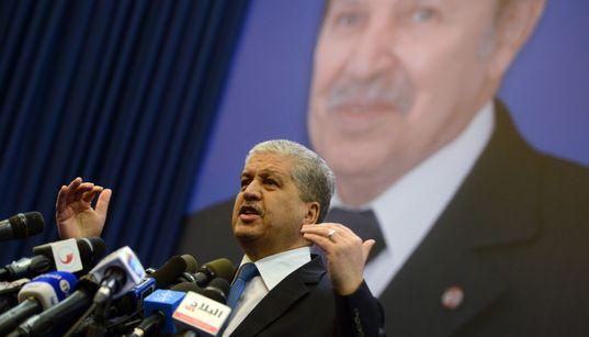 """Décidée par Bouteflika au nom du """"patriotisme économique"""", soutenue mordicus par le régime: l'absurde histoire de la règle"""