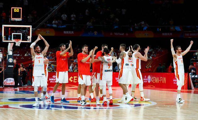 La Selección Española celebra tras vencer a