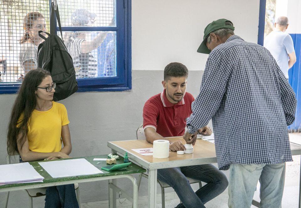 Élection présidentielle: Les Tunisiens votent, les premières