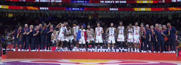 L'équipe de France masculine de basket a remporté la deuxième médaille mondiale de son histoire, conservant...