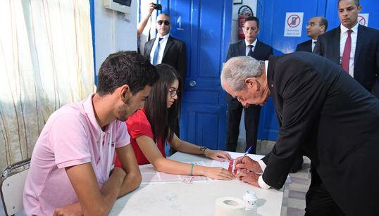 Élection présidentielle: Le président par intérim Mohamed Ennaceur vote et appellent les citoyens à se rendre aux