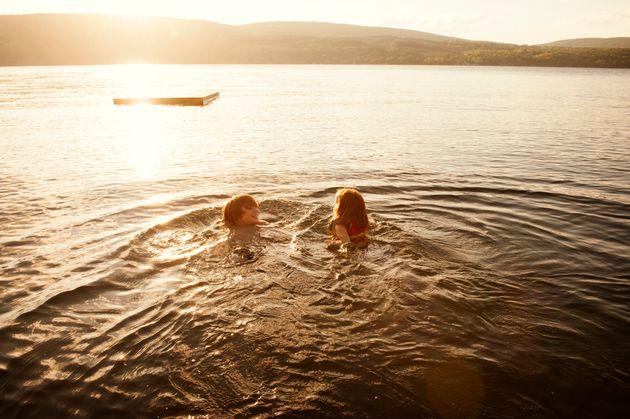 ΗΠΑ: Κοριτσάκι πήγε για κολύμπι και κόλλησε αμοιβάδα που της τρώει τον