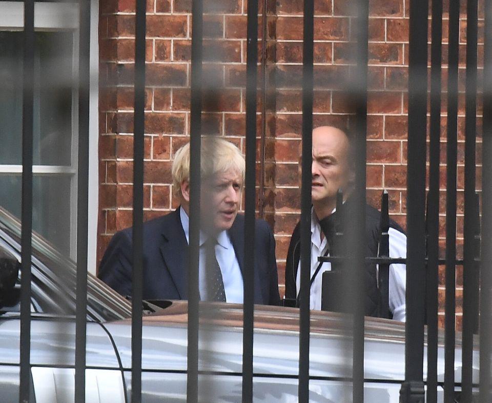 O primeiro-ministro Boris Johnson com seu assessor sênior DominicCummingssaindo de Downing...