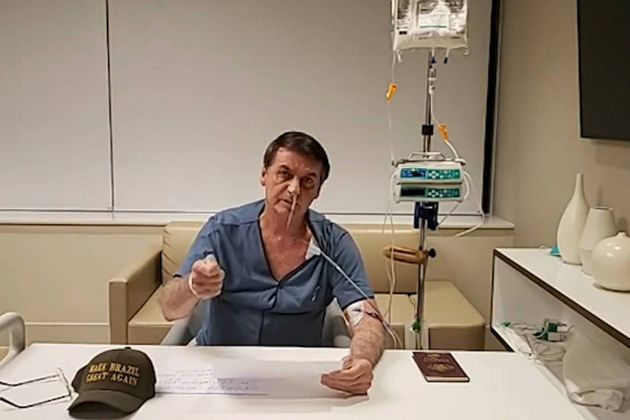 Presidente faz live direto do hospital em que está internado, em São
