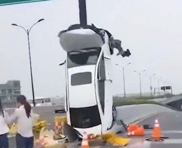 事故現場(新華社のテンセントビデオより)