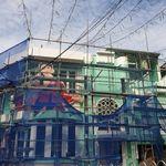 홍대 앞 술집 외벽에 김일성 부자 사진 걸었던 점주가 내놓은