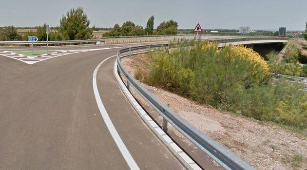 Imagen del desvío hacia la autovía A-5 en Arroyo de San Serván,