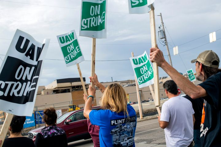 General Motors employees demonstrated outside the Flint Assembly Plant on earlier this month.