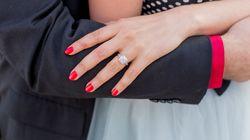 Είδε στο ύπνο της πως κατάπιε το δαχτυλίδι των αρραβώνων της (και είχε απόλυτο