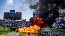 Feuer Bricht Auf Dem Feld Bei NFL-Spiel