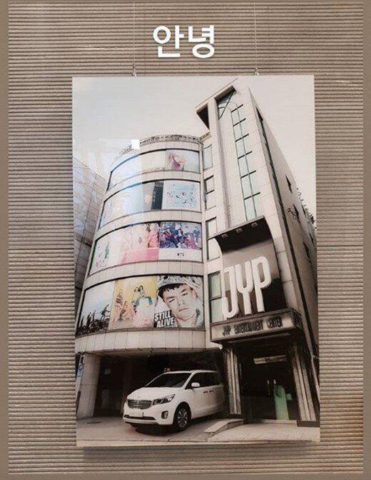 가수 백아연이 JYP엔터테인먼트와의 전속계약 만료와 함께 인스타그램에 게재한