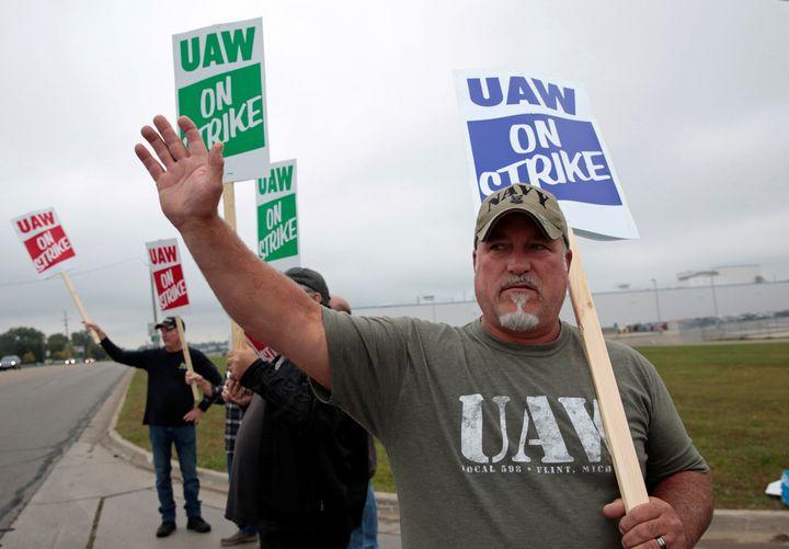 Westlake Legal Group 5d7f9242240000c92b7bb9b8 Massive Strike Hits General Motors As 46,000 Workers Walk Off