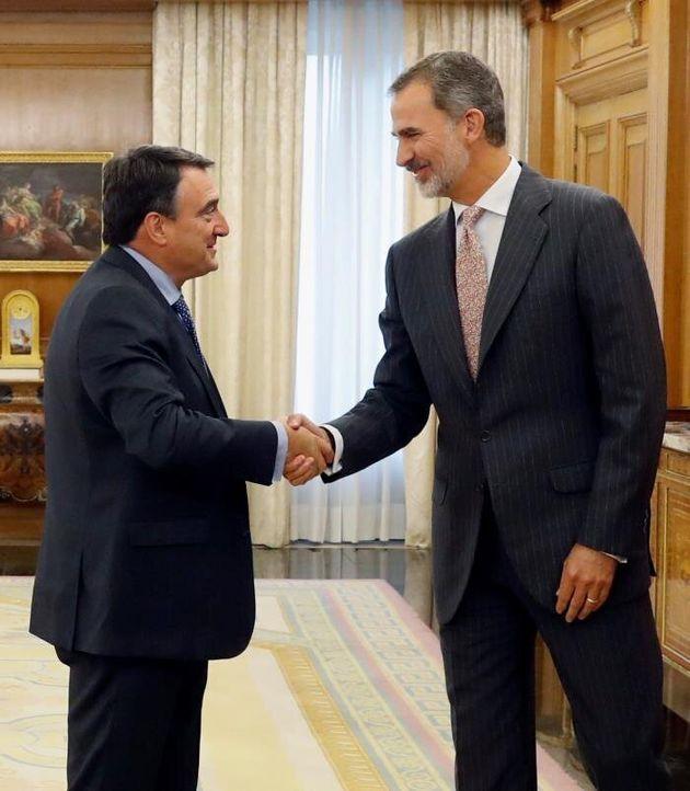 El rey Felipe VI recibe en audiencia al portavoz del Partido Nacionalista Vasco (PNV) en el Congreso,...