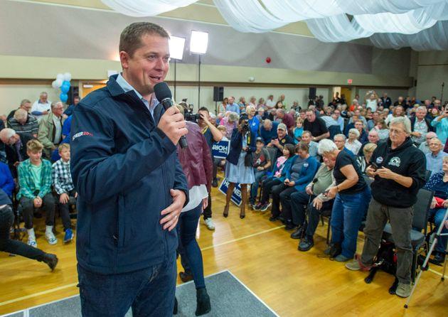 Le chef du Parti conservateur Andrew Scheer prend la parole lors d'un rassemblement à Parksville,...
