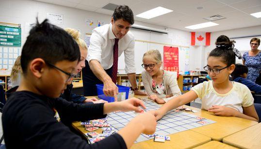 Trudeau promet plus d'aide pour les parents aux horaires