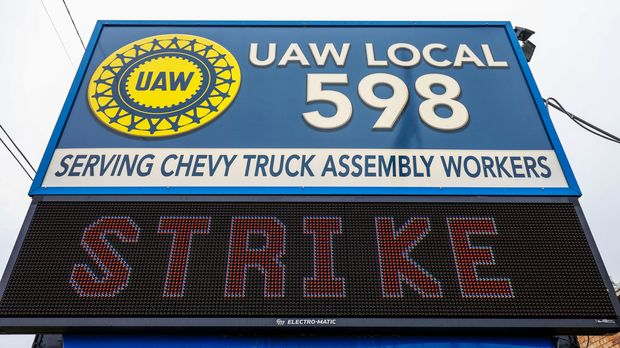 FLINT, MI - SEPTEMBER 16: A sign in front of United Auto Workers Local 598  after the UAW declared a national strike against GM at midnight on September 16, 2019 in Flint, Michigan. Nearly 50,000 members of the United Auto Workers went on strike after their contract expired and the two parties could not come to an agreement. (Photo by Bill Pugliano/Getty Images)