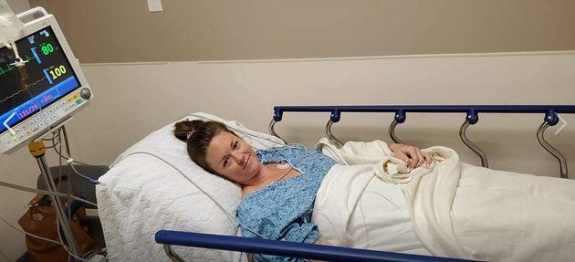 ジェナ・エバンズさんのFacebookに投稿された、病院でのエバンスさん