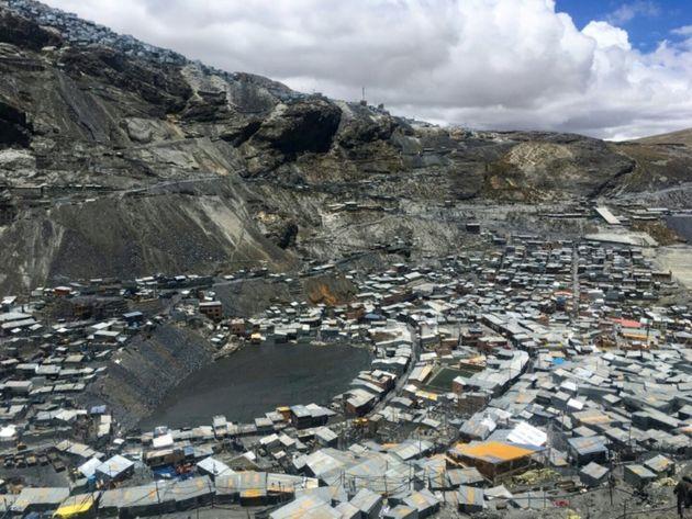 En el departamento de Puno, en mitad de los Andes, se encuentra La Rinconada, la ciudad más alta del...