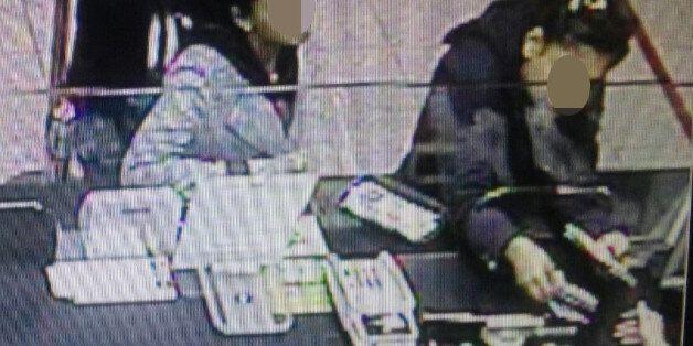 외국인 자매 '밑장 빼기'에 눈 뜨고 당한 공항