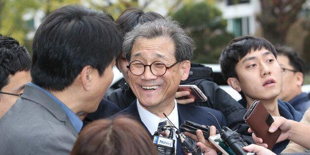 '뽀뽀' 최몽룡, 사퇴하던
