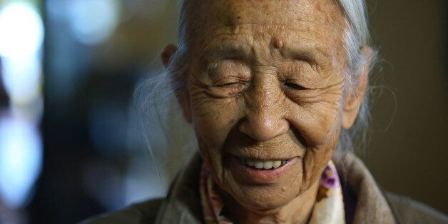 결혼 6개월 만에 임신한 채 헤어진 남편을 65년 만에 만나러 간다(사진