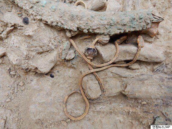 3500년 전 무덤에서 귀금속이 대량으로