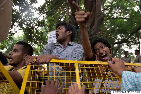 인도에서 2세 여자 아기까지 성폭행당하는 사건이