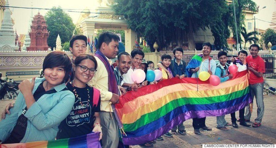 캄보디아에는 아직도 LGBT 자녀들을 '치료'하려 하는 가족들이