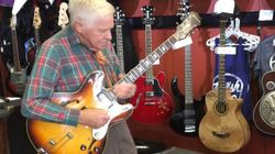 백발이 성성한 어느 80세 할아버지의 기타