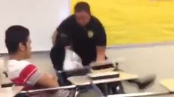미국을 뒤흔들고 있는 한 경찰관의 흑인 여학생 제압