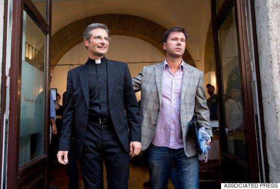 바티칸의 고위 성직자가 커밍아웃하다. 그리고