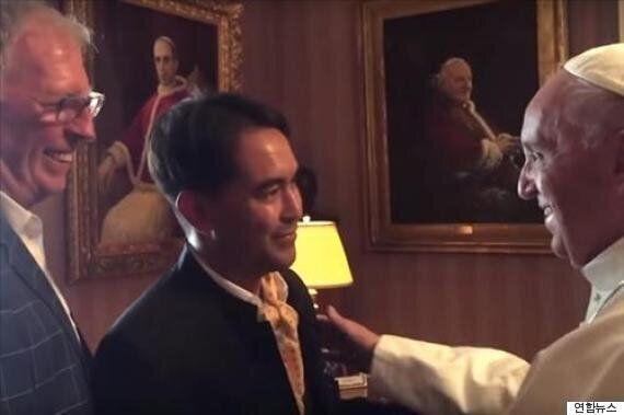 교황, 방미 중에 게이 커플을 비공식적으로
