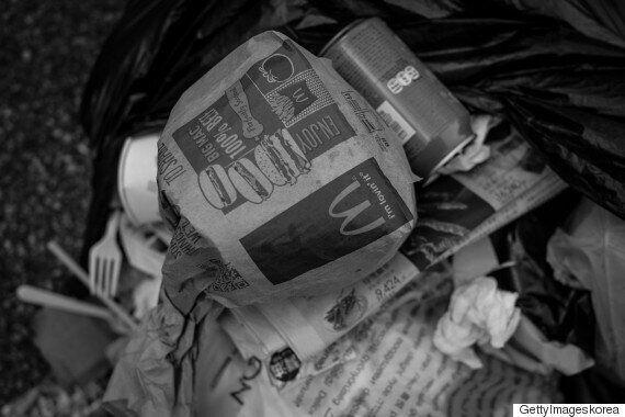 홍콩 '24시간 매장' 전전한 노숙 여성 맥도날드서