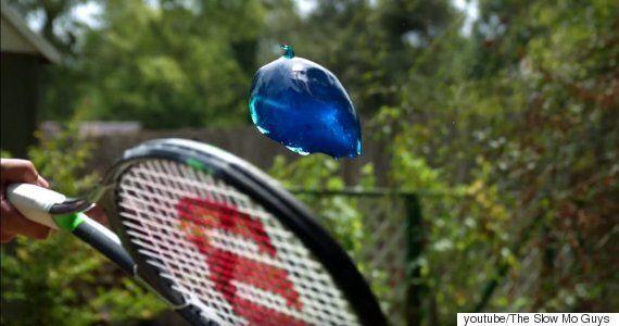 두꺼운 젤리 덩어리를 테니스 라켓으로