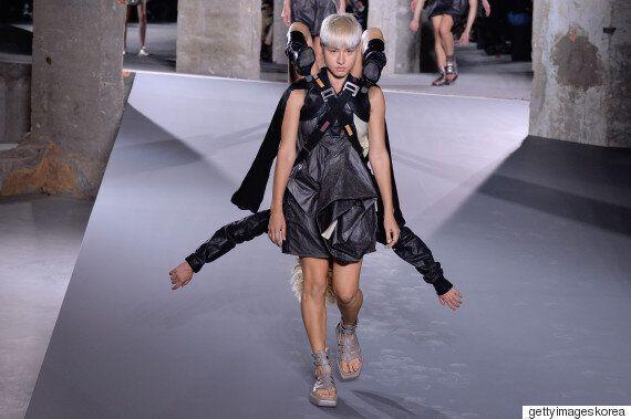 릭 오웬스, 파격적인 런웨이로 파리 패션위크를