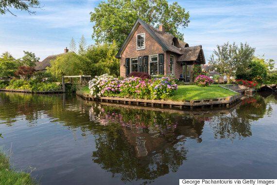 '네덜란드의 베니스' 히트호른 마을의 그림 같은