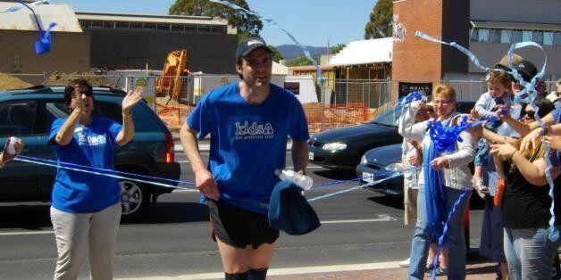 '소아 관절염 딸' 생각에 7일간 매일 마라톤을 뛴