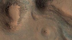 화성에서 스톤헨지 모양의 구조물이