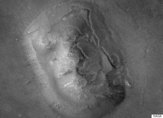 마스헨지? 화성에서 스톤헨지 구조물이 발견됐다(사진,